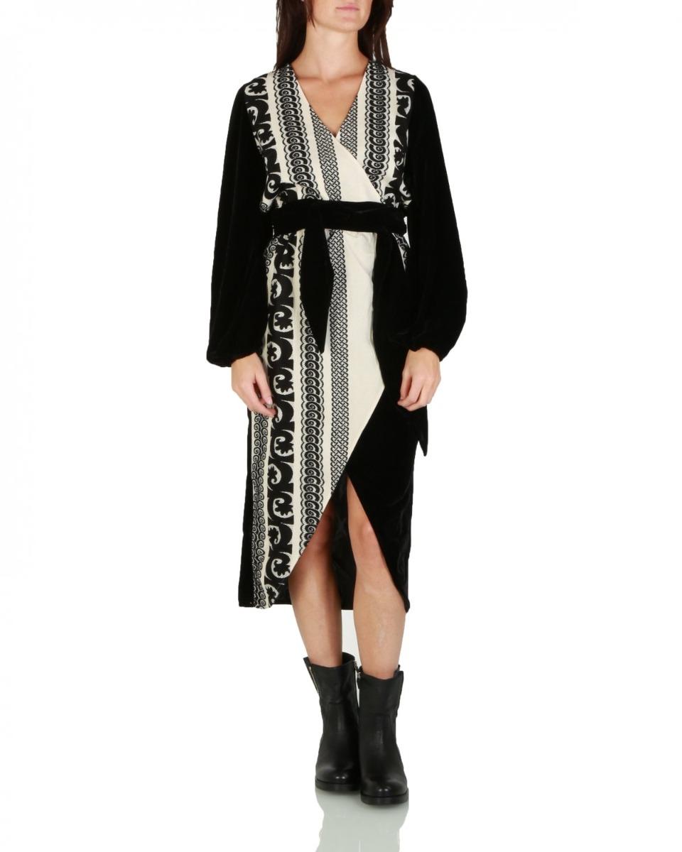 https://www.lutz.nl/media/catalog/product/d/e/devotion-jurk-0191-310g-maia-black.jpg
